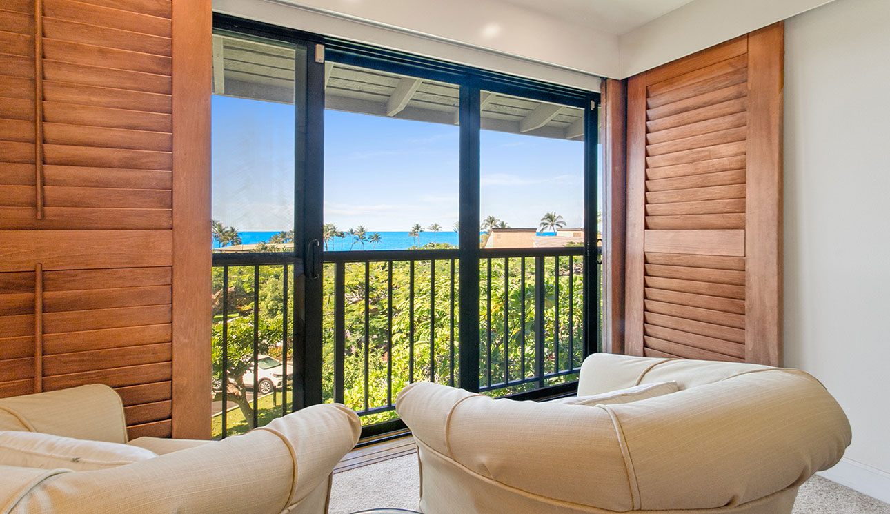 Swivell rockers for adult privacy & sweeping ocean views