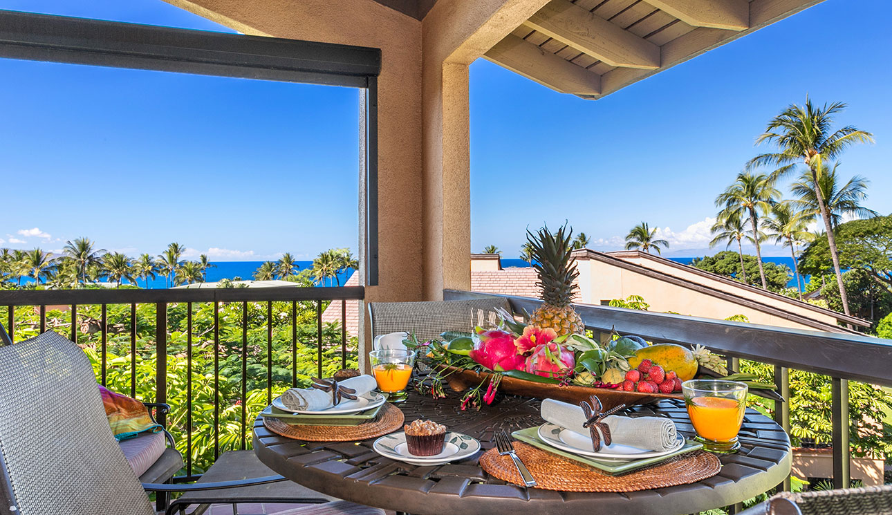 DIning for 4 on the lanai