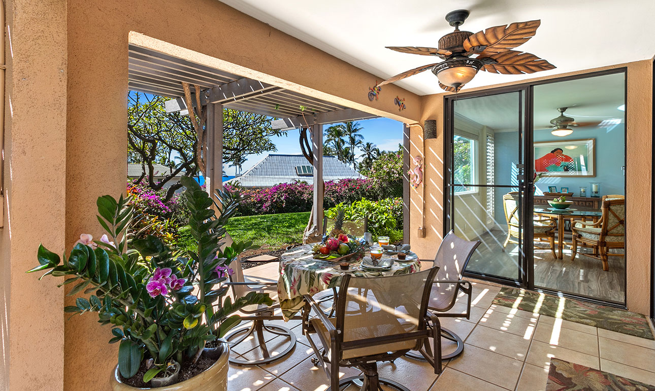 Lanai & DIning room can seat up to 14